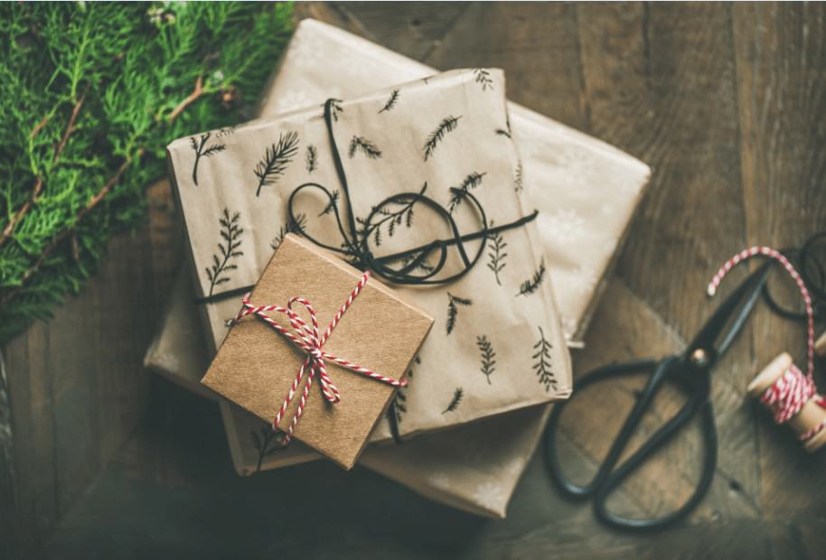 We have gathered the 'Best List' of Inexpensive gift ideas forhim, for her, your coworkers, employees, or any adult all within a budget of $25 or less!